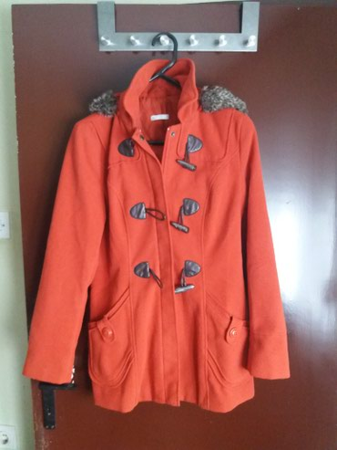 Pringle-zenski-kratki-kaput - Srbija: Odlican zenski kaput crvene boje vrlo malo nosen BROJ:LStrukiran, ima