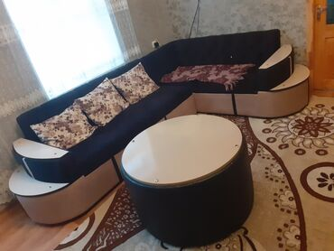 Boyuk geniw rahat divan satilir 400 azn qarwisinda pufikle birge