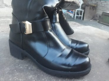 Одевали пару раз. новая. размер 39-40. зима в Бишкек