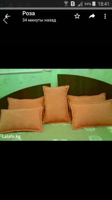 вязанные наволочки на диванные подушки в Кыргызстан: Подушки новые диванные фабричные рыжего цвета наволочки на молнии.по