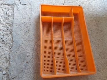 Подносы - Кыргызстан: Продаю лоток для кухонных приборов 100сом В наличии есть 2штуки второй
