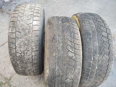 всесезонные шины 235 65 r17 в Кыргызстан: Продаю шины 235/65 r17 докатки 3 шт 1000 сом