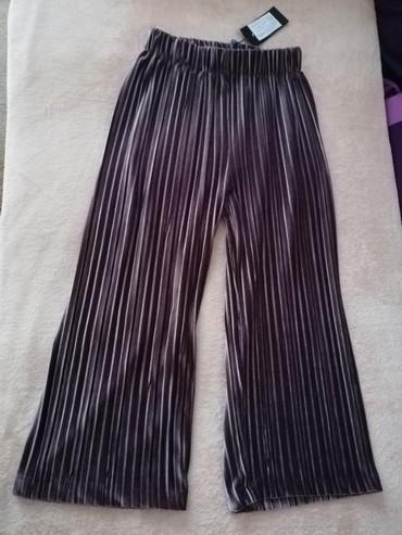 Sirine duzine m - Srbija: Prodajem nove sa etiketom Fishbone kratke siroke pantalone u M
