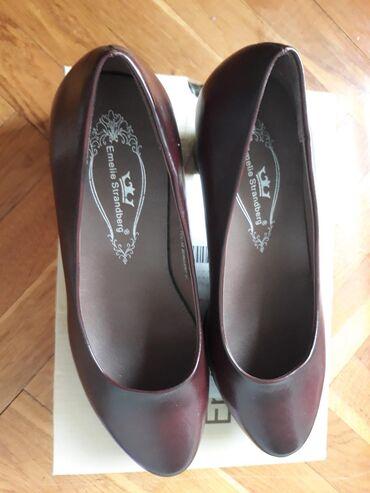 Nove Emelie cipele velicina 37 sa stiklom