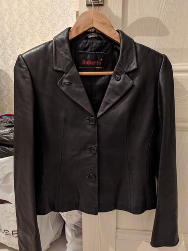 тёплую кожаную куртку в Кыргызстан: Продаю кожаную куртку . 42 размер . состояние идеальное
