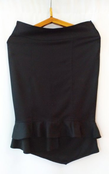 Великолепная черная юбка, подчеркивающая ваш силуэт, размер 44, новая в Бишкек