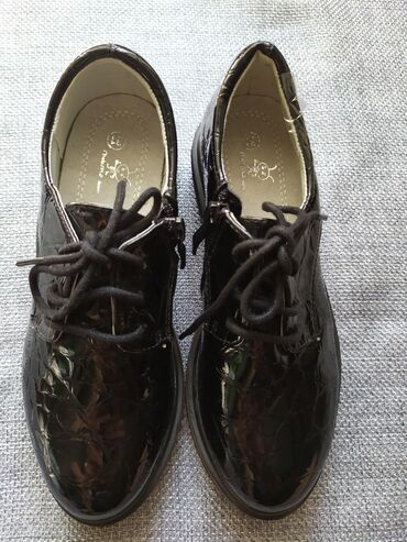 Туфли лак на девочку на шнурках новые, размер 31. Производство Китай