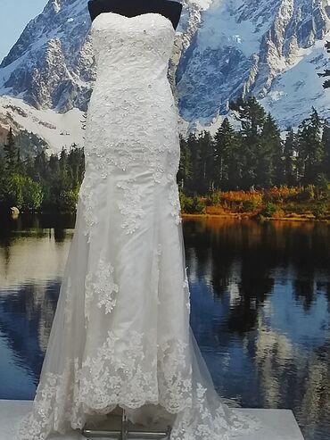 Токмок. Продаю свадебное платье размер 42-44 недорого,торг.уместен