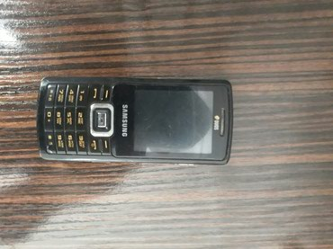 Samsung 5212 normal vəziyətdədi bir nömrəsi işdiyir adabtırı var в Gəncə