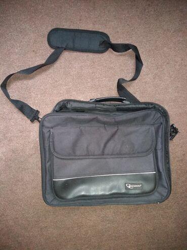 Sport i hobi   Nis: Polovna torba za laptop, bez oštećenja osim jednog unutrašnjeg dela