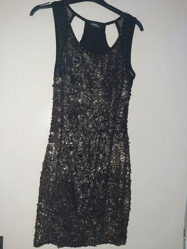 Zarga haljina, blago strukirana . Jednom obucena!
