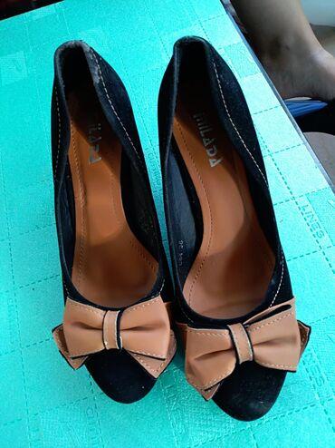 | Mladenovac: Cipelepuna petabroj 38uzi modelImaju malo ostecenje u vidu