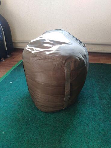 Палатки - Бишкек: Продаю спальный мешок  Термо материал Очень тёплый