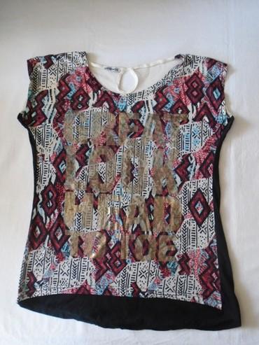Majica sl sa - Srbija: Lepa, tanja bluzica kratkih rukava sa aztec dezenom. Pozadi gore ima