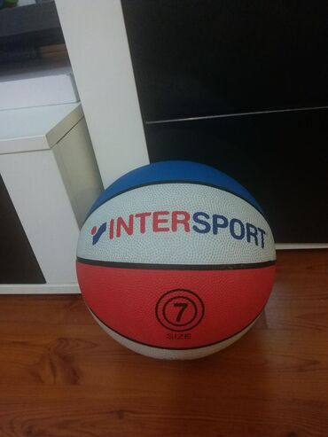 Košarkaška lopta Inter sportKupljena je krajem marta, zbog trenutnog