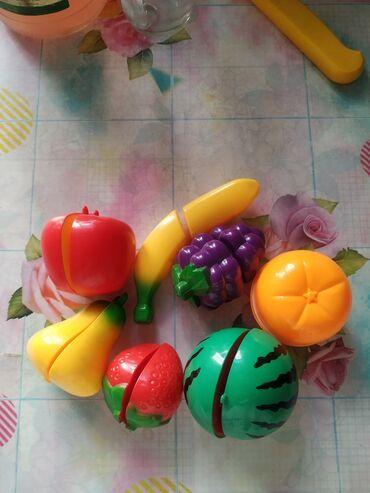 Фрукты на липучках, можно резать игрушечным пластмассовым ножиком