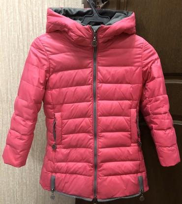 Деми-сезонная курточка на девочку 5-6 лет
