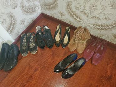 Продаю обувь все за указанную цену размер 37 состояние хороший !общий