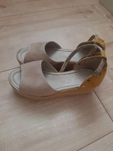 Sandale 38 broj