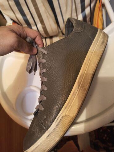 спортивные кроссовки мужские в Кыргызстан: Мужские Кроссовки 299с второй 43р с мехом цена 500с в хорошем