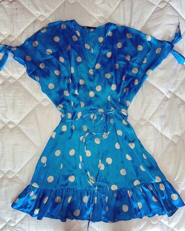 Zara haljinica sa tufnicama, velicina S Haljinica je nosena bukvalno s