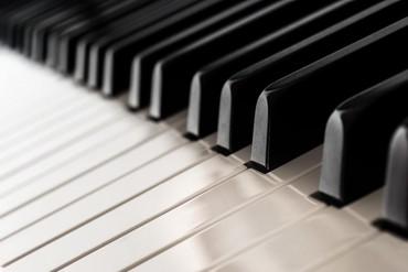 Пианино, фортепиано в Джалал-Абад: Пианино сатам абалы жакшы 10000 сом жалал абад ул.Пушкина