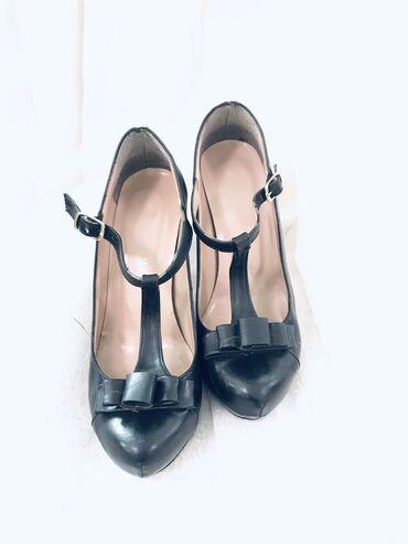 Личные вещи - Каракол: Продаю туфли на высоких каблуках.Туфли черные. Размер 36. Состояние