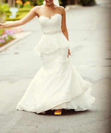 Продаю шикарное свадебное платье с баской. Итальянское кружево, очень