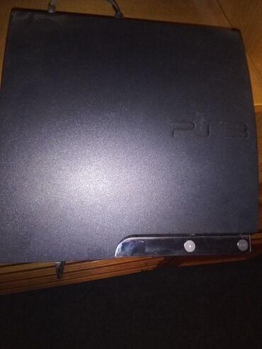 Prodajem PS3 cipovan. Uz playstation dobijate sve igrice sa slike, oba