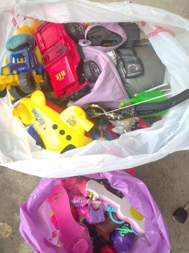 Отдам даром игрушки.Жалалабад