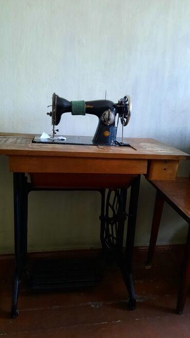 электро швейная машинка в Кыргызстан: Продаю две швейные машинки ножная 4500 сом и ручная - 3000 сом