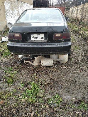Ehtiyat hissələri və aksesuarlar Qusarda: Honda Civic 1992 ci il ehtiyyat hisseleri satılır. Salonuda yaxşı