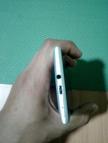 Lumia 735 - Srbija: Telefon kao nov super radi brzo Moze menjanje nigde ogrebotine i
