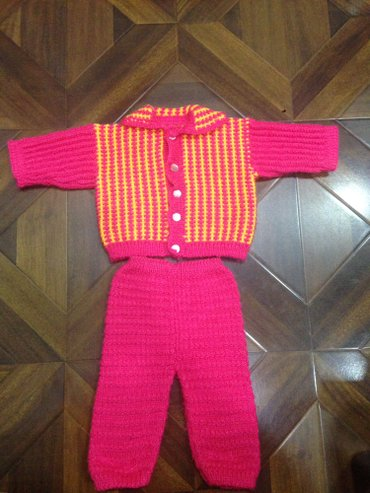 тёплый очень красивый вязанный костюм на 6-9 месяцев цена 350 в Бишкек