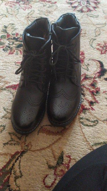 ботинки на девочку бу в Кыргызстан: Продаю новые муж зимние ботинки