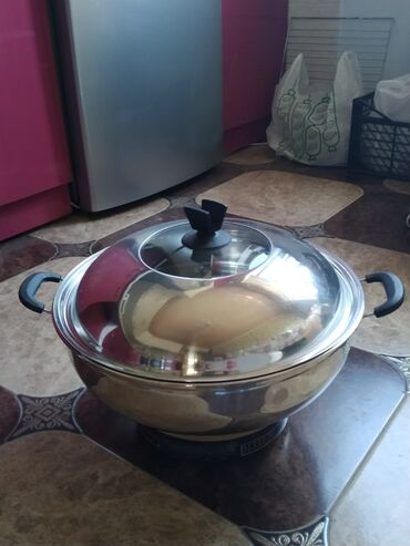 Посуда - Кыргызстан: Продаю универсальную мантоварку, состояние нового, не пользовались