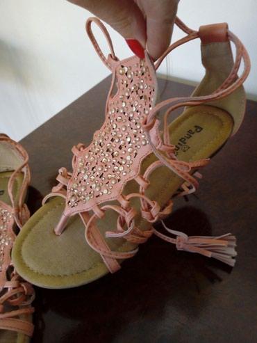 Sandale za devojčice br. 35. Obuvene samo jednom. Lepo očuvane. Sve - Crvenka