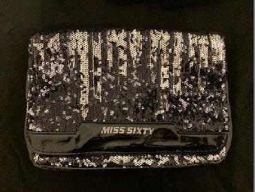 Miss sixty srebrno-crna tasnica u odlicnom stanju i bez oštećenja