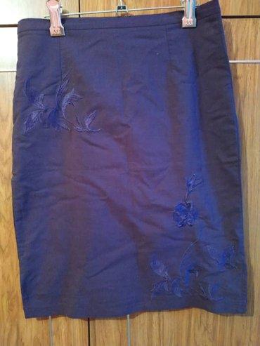 Юбка б/у с узорами .цвет тёмно фиолетовый. размер: 42-44 в Бишкек