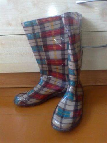 Итальянские резиновые сапоги --незаменимая вещь в дождливую в Бишкек