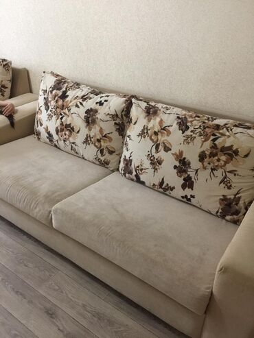 """Продаю мягкую мебел """"Лина """" два дивана один раскладной так как сро"""