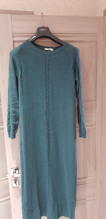 летнее платье трапеция в Кыргызстан: Новое платье тонкое и теплое .Состав : шерсть