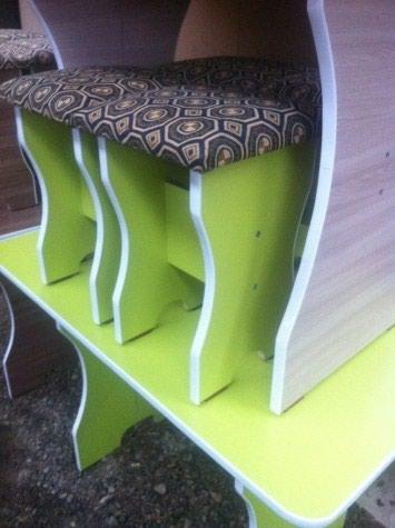 Продаю новый стол с 4 табуретками по 3000 сом в Бишкек