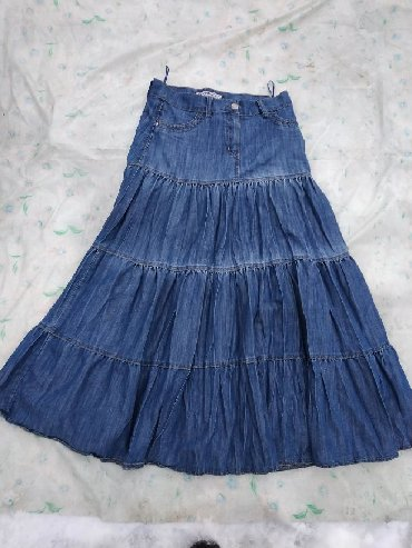 стильную джинсовую юбку в Кыргызстан: Продаю юбку джинсовую длинную, жатка, оригинальная. Размер 46-48, М