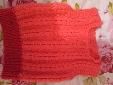 Теплая ручной вязки жилетка на 6-9 месяцев, состояние отл