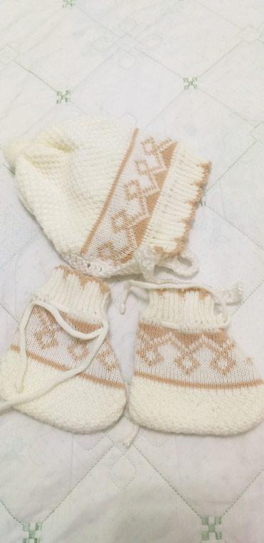 Новая шапочка с пинетками от рождения до 6 месяцев в Токмак