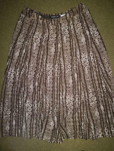 Suknja nova markirana, velicina m, leprsava i pada lepo, ima gore siru