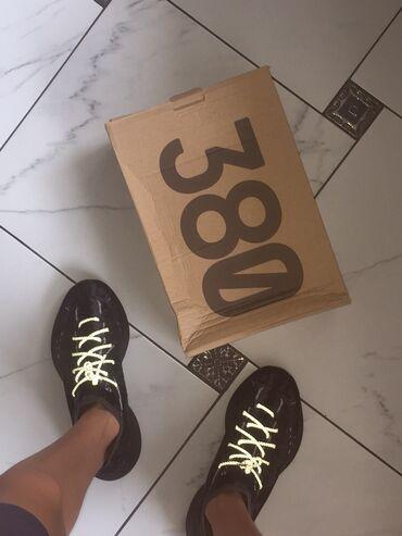 Продаю Не ношеные кроссовки  Adidas Yeezy 380 42 размер Состояние идеа