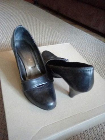 Kozne zenske cipele br 35 - Crvenka