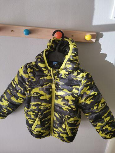 Jesenja jaknica.Očuvana,kao nova. Veličina 92 cm